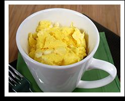 Scrambled eggs in a mug